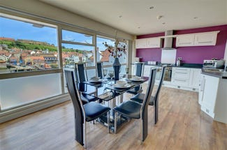 Pier Apartment in Whitby