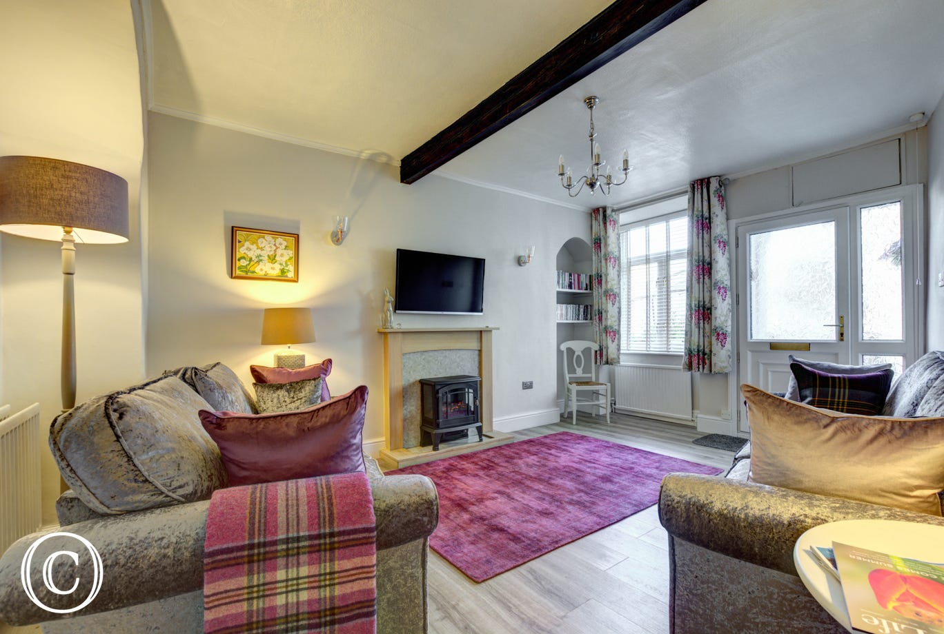 Spacious lounge in Holme Cottage