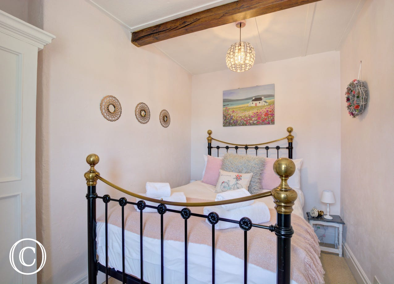 Master bedroom at The Snug in Hawes