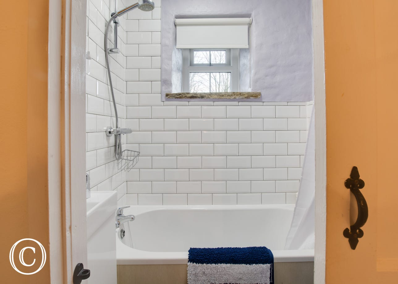 Bathroom with 5ft bath and shower over