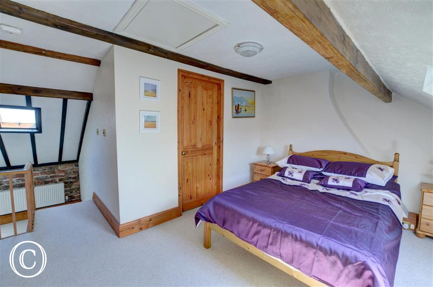 Main bedroom with double bed and en-suite.