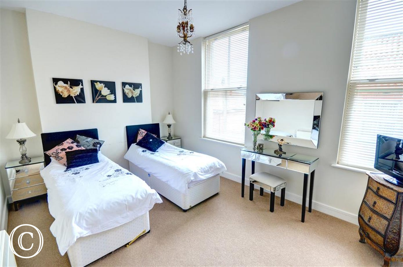 Attractive twin Bedroom with single beds which can be made into a double if required.