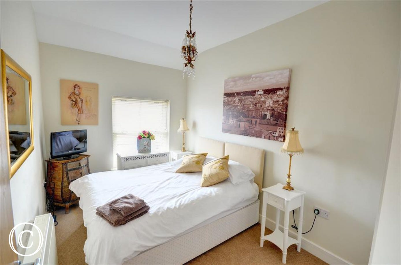 Bright and airy room with a double bed which can be split into two single beds if required.