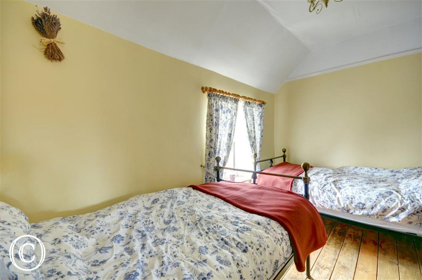 Cosy twin Bedroom with single beds and views over the Garden.