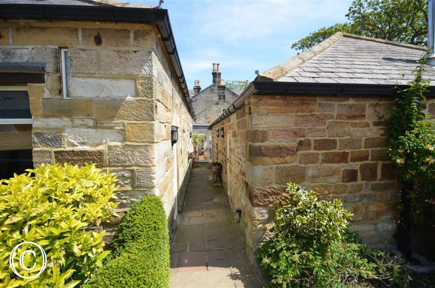 Alley leading up to other cottages and to the Snooker Room at the end.