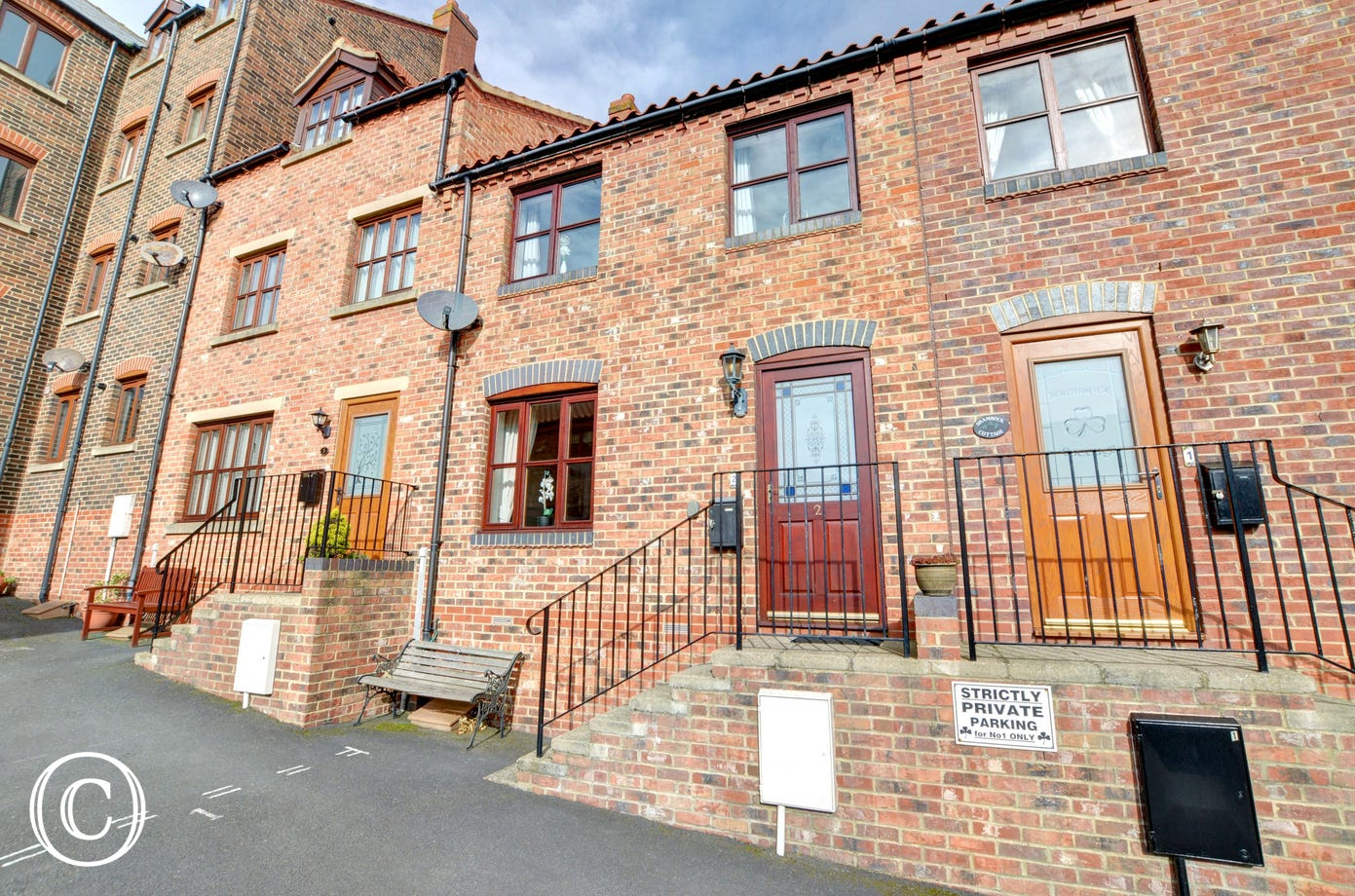This is a well presented property on a quiet development close to the centre of town.