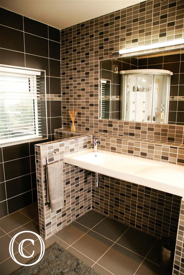 Stunning en-suite bathroom.