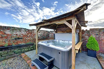 Image of Barn Owl Hot tub