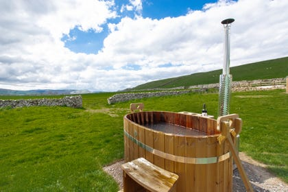 The hot tub at Oystercatcher Yurt