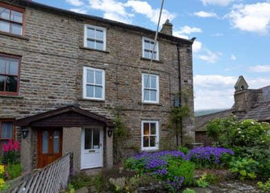 1 Hillary Terrace, close to the pubs, tea rooms and restaurants in the centre of Reeth in Swaledale